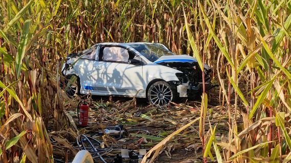 Auto landet in Maisfeld - Fahrer stirbt im Kreis Ansbach