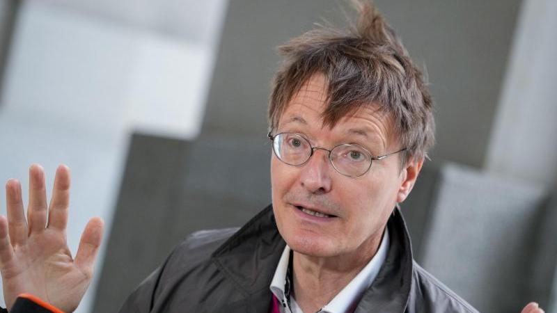 Mit einer Legalisierung von Cannabis ließe sich der Handel mit verunreinigtem Haschisch unterbinden, sagtder SPD-Politiker Lauterbach.