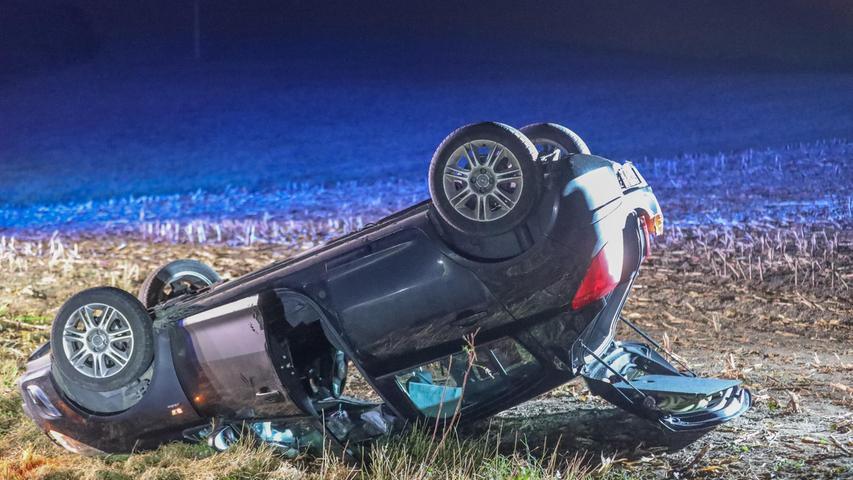 Der Fahrer wurde leicht verletzt und mit einem BRK-Fahrzeug ins Krankenhaus Neustadt/Aisch gebracht.