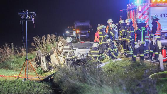 Auto überschlägt sich: 70-Jähriger bei Zirndorf schwer verletzt