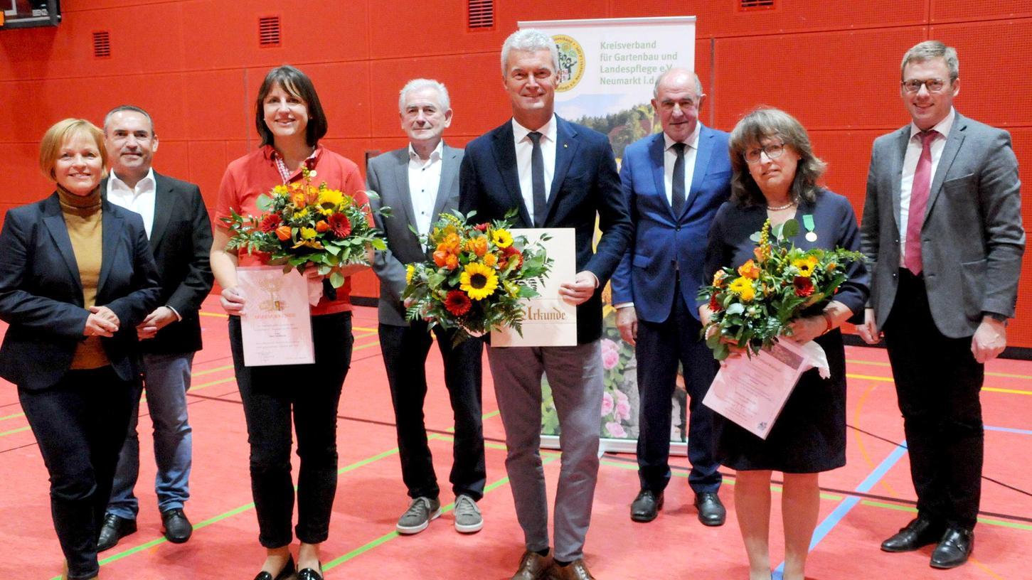 Die Geehrten von links: Silke Nißlbeck vom OGV Postbauer-Heng, Kreisgeschäftsführer Werner Thumann, Thersia Guttenberger vom OGV Prönsdorf.