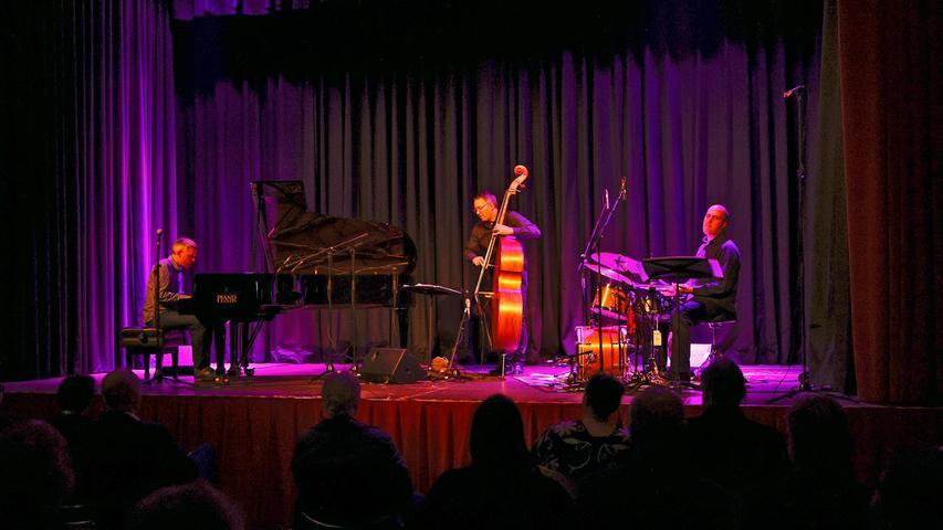 Eröffnet wurde das Festival vom Trio des in Neufundland lebenden Höchstadter Jazzpianisten Florian Hoefner.