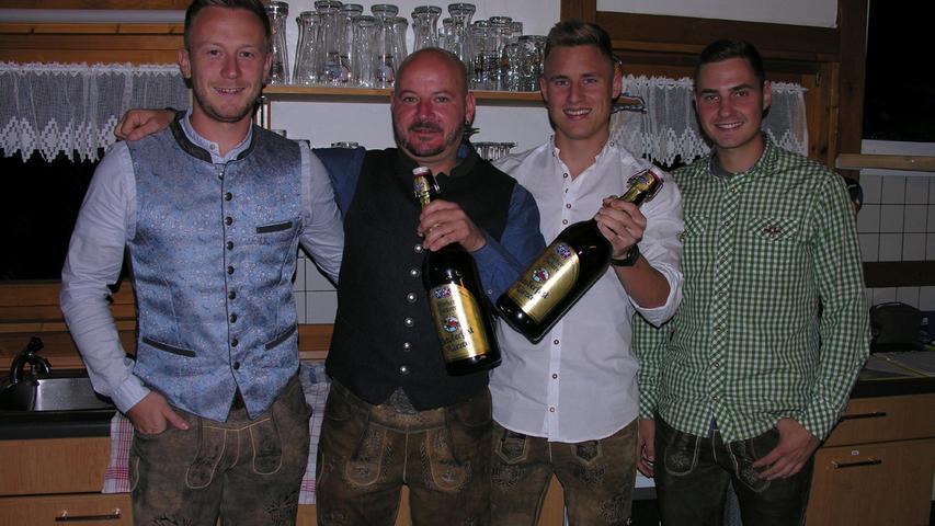 FOTO: 10.10.201; Uli Gruber MOTIV: Störzelbacher; Nacht der Tracht; Mehrzweckhalle; Dittenheim; BU: Endlich wieder feiern: Bei der