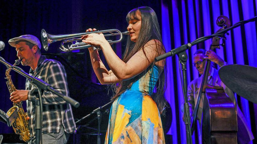 Angela Avetisijan an der Trompete dominiert den Klang des Charly Antolini Quintetts deutlich.