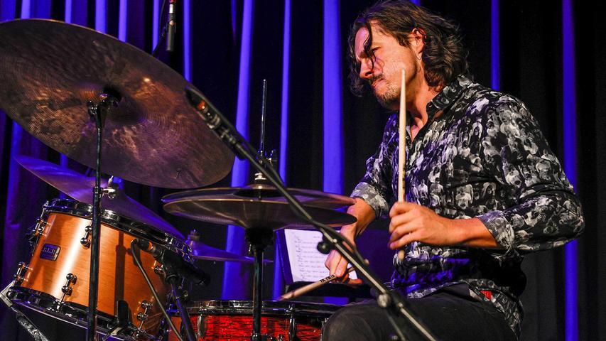 Lorenz Hunziker sprang für den erkrankten Charly Antolini ein - und erwies sich als virtuoser Trommel-Berserker.