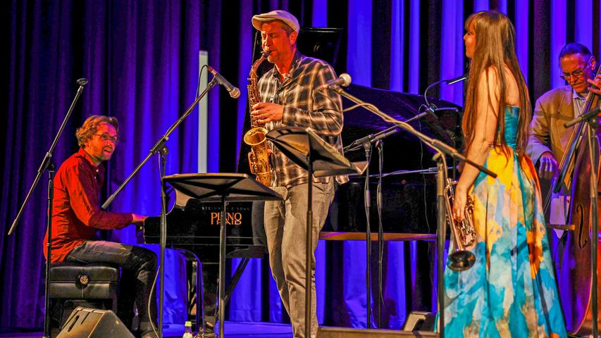 Bandleader Florian Riedl gefiel beim Charly Antolini Quintett mit sauberen Soli der ohrwurmigen Sorte.