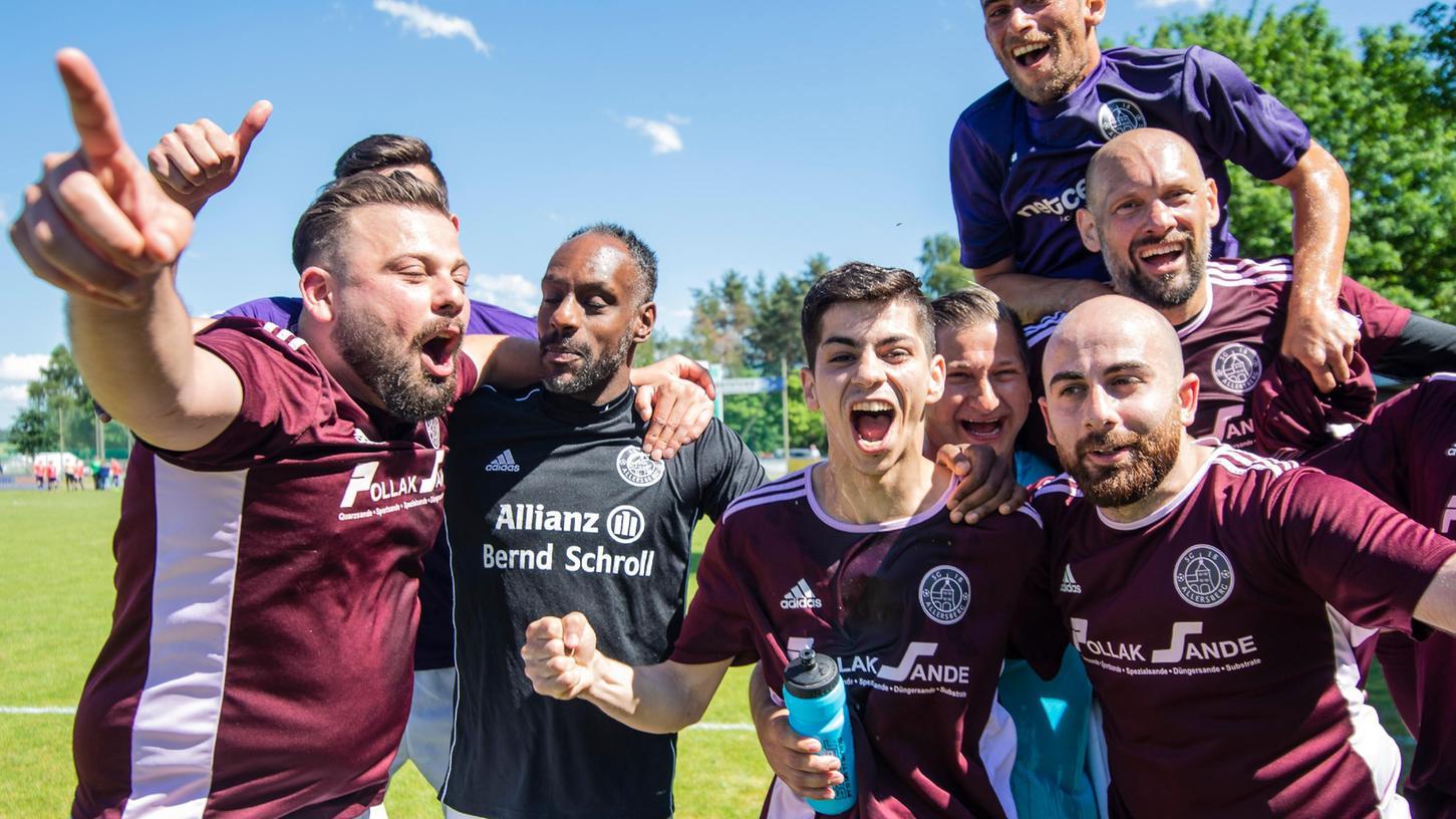 Die SG Allersberg kann zusammen siegen und feiern (wie hier den Aufstieg 2019). Warum sollte, was im Fußball klappt, nicht auf der Gesamtebene funktionieren? Die beiden Vereine DJK und Eintracht haben die Weichen auf Fusion gestellt.