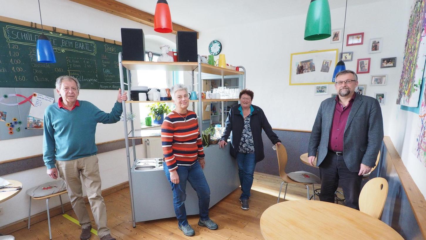 Die Menschen hinter dem Schülercafé Bartl (von links): Heiner Falk, Leiterin Pascale Ittner, Pfarrerin Gerlinde Lauterbach und Dekan Markus Rausch von der evangelischen Kirchengemeinde Pegnitz.