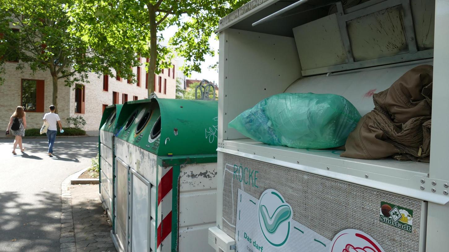 An 78 Standorten in der Stadt finden sich die grün beschrifteten Altkleidercontainer. Eine externe Firma soll künftig ihre Leerung übernehmen.