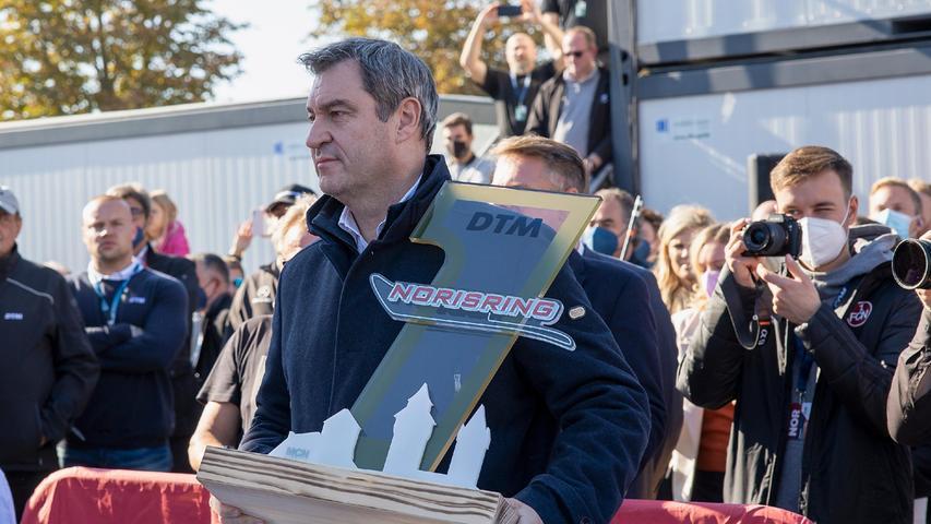 Den Pokal gab es vom Ministerpräsidenten Markus Söder höchstpersönlich überreicht.