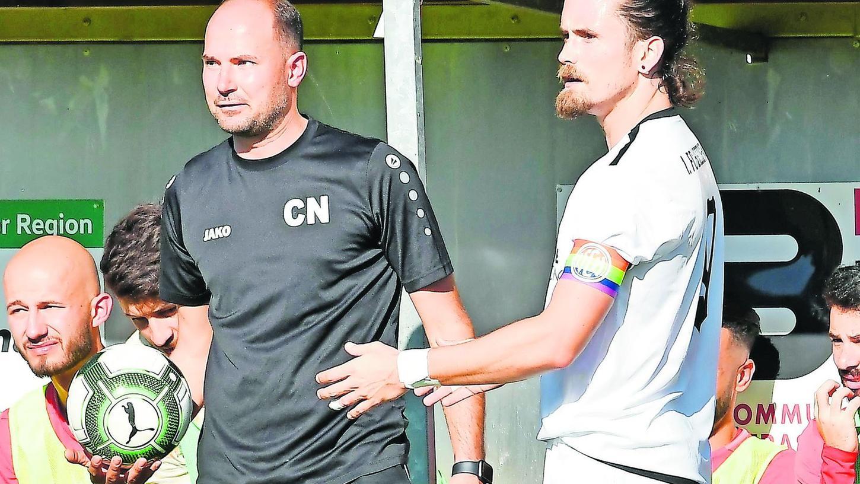 Christoph Nieszery (links) hat Alexander Rambau vor einem Monat als Trainer in Vach beerbt. Gegen Herzogenaurach (rechts Eric Stübing) gelang kein Befreiungsschlag.