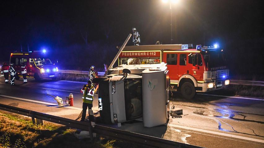 Wenige Minuten später kam ein Wohnmobil auf der rechten Spur auf die Unfallstelle zu.Der Fahrer erkannte die Situation spät, konnte aber noch ausweichen.