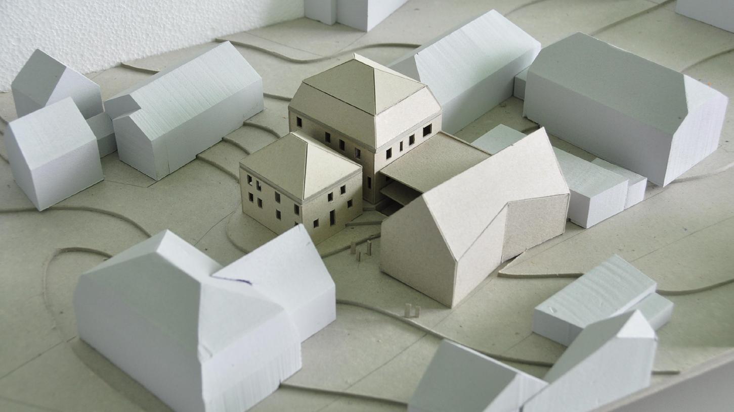 Jetzt kann es weitergehen mit den Planungen für das Streuobstkompetenzzentrum. Die vom Stadtrat favorisierte Variante für den Neubau ist ein Satteldach mit geknickter Fassade.