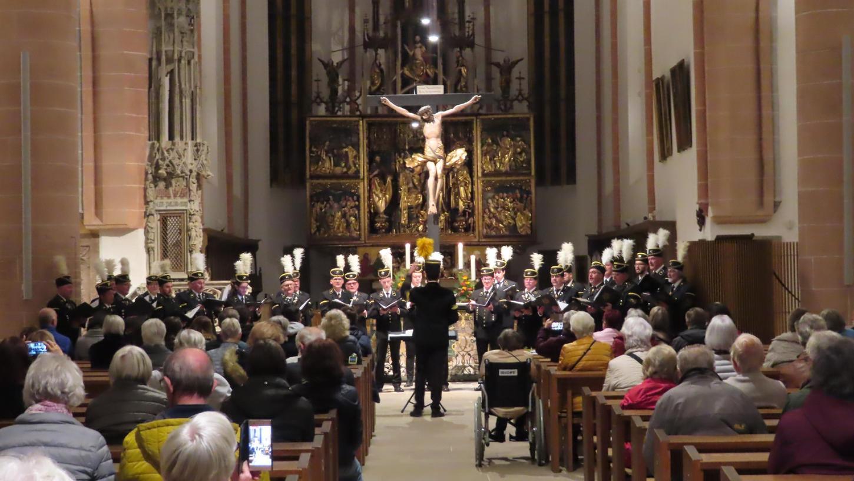 In traditioneller Bergmannstracht sang der Saarknappenchor in der Stadtkirche St. Johannes d.T. und St. Martin unter der Leitung von Andreas Fulda.