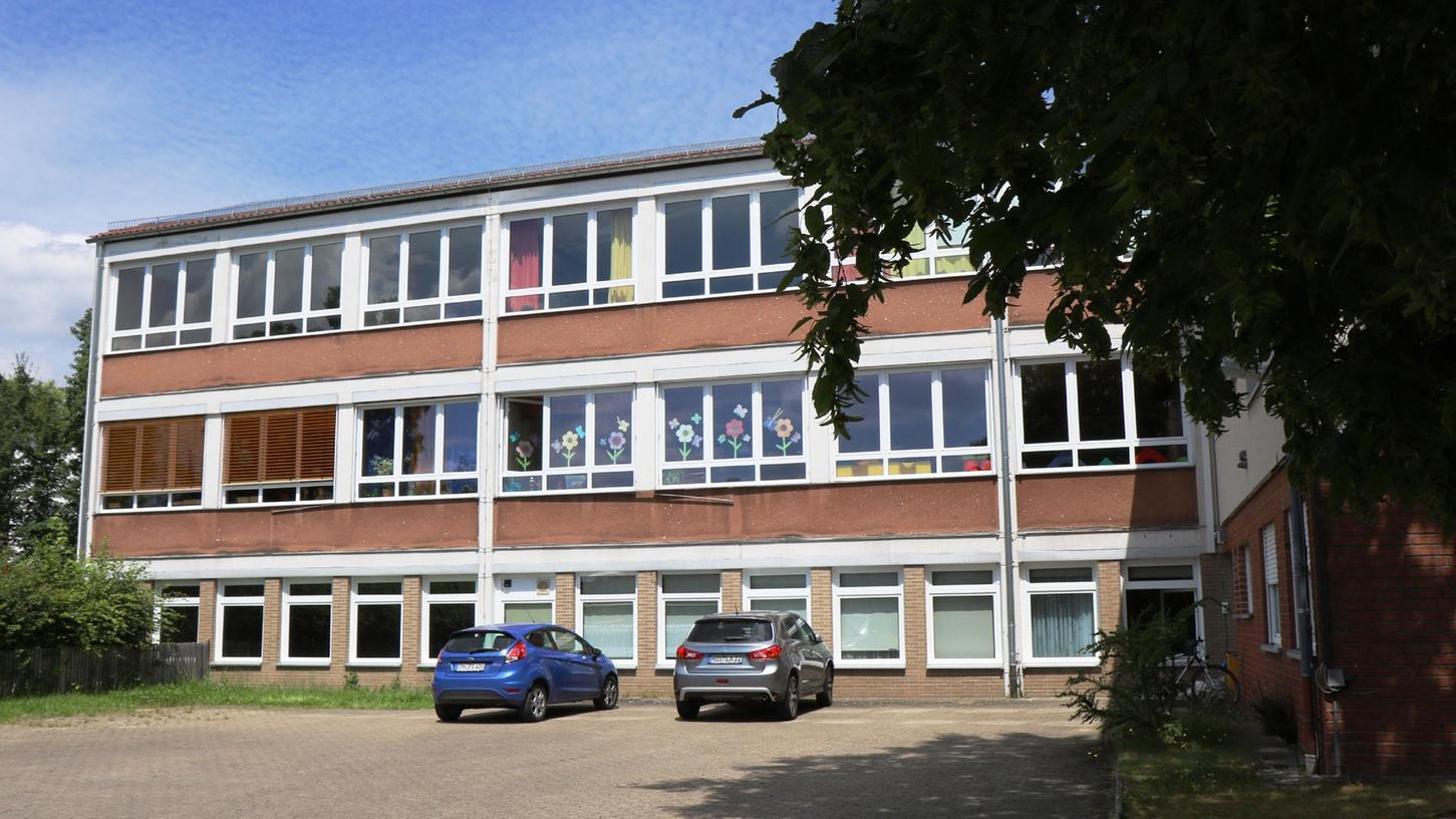 Der alte Aischer Kindergarten bleibt stehen, bis der neue errichtet ist, dann  wird das alte Gebäude abgetragen.  Foto: Niko Spörlein