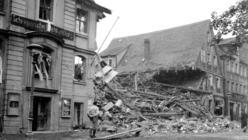 Im evangelischen Pfarrhaus am Martin-Luther-Platz konnten die beiden kleinen Söhne des Pfarrersehepaars Siebenbürger nur noch tot aus den Trümmern geborgen werden.