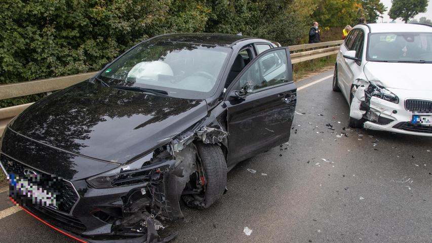 Der 24-Jährige geriet daraufhin mit seinem Wagen ins Schleudern und krachte mit einem ebenfalls entgegenkommenden BMW zusammen.