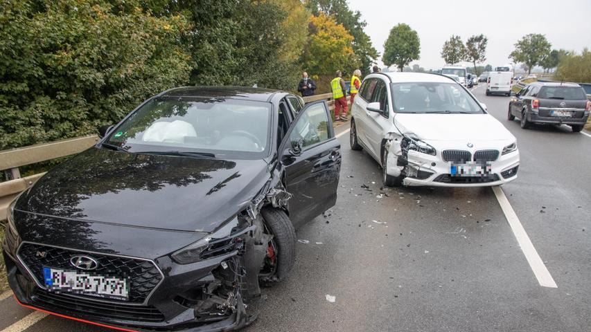 Im weißen BMW saß ein Ehepaar. Beide Insassen blieben unverletzt, ebenso wie der Lastwagenfahrer.