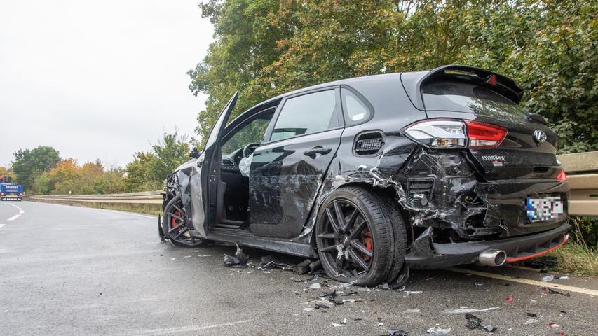 Um etwa 15.40 Uhr geriet der 24-Jährige aus bislang ungeklärter Ursachemit seinem Hyundaiin den Gegenverkehr.