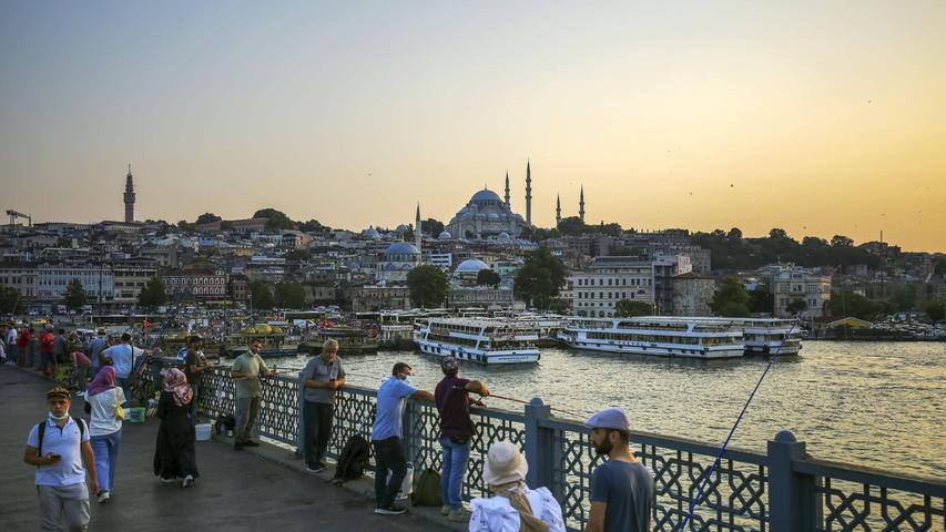Die Istanbuler Galata-Brücke - fast ohne Touristen.
