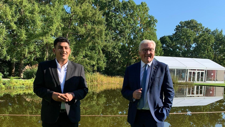 Für das Foto mit Bundespräsident Frank-Walter Steinmeier durfte Haram Dar die Maske abnehmen. Sonst waren die Hygienemaßnahmen streng.