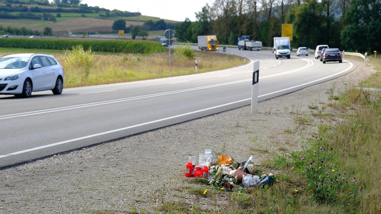 Über den schweren Unfall vor knapp drei Wochen auf der Bundesstraße 2 bei Dettenheim und die dortig Straßenführung wird nach wie vor viel diskutiert. Die zuständigen Behörden sehen derzeit keine großen Möglichkeiten, für schnelle Verbesserungen.