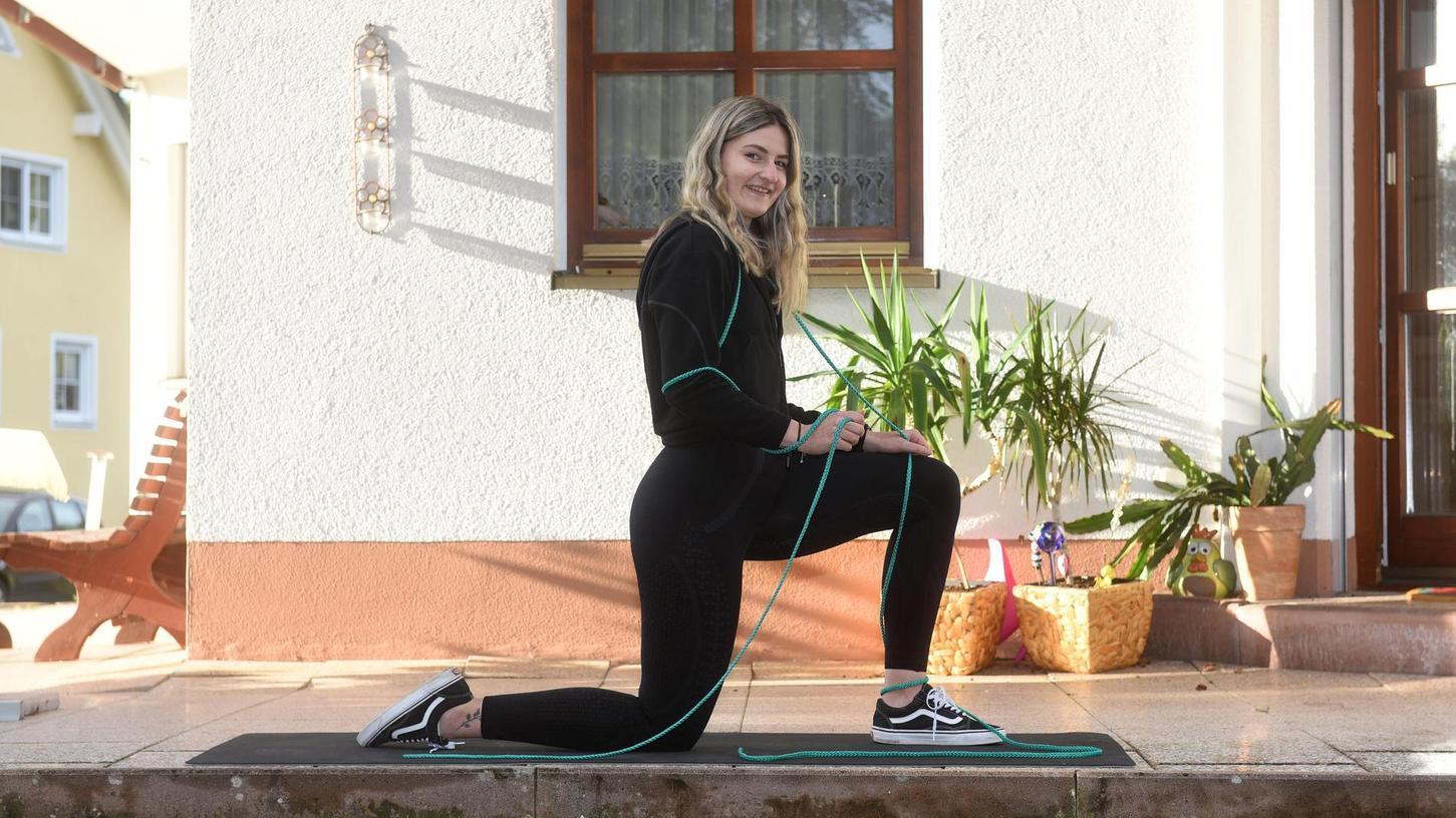 Als Kind und Jugendliche wurde Sabrina Meier gemobbt: Sie sei zu dick, hänselten sie ihre Mitschüler. Im Fitnessstudio wurde sie ihren Frust und ihre Essstörung los. Heute arbeitet sie nicht nur an einer neuen beruflichen Orientierung als Fitnesstrainerin, sondern auch als Model.