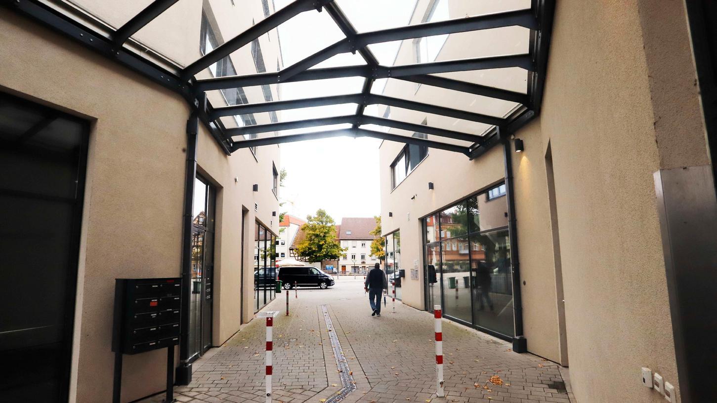 Nach Monaten wieder offen: der Durchgang zwischen Paradeplatz und Landratsamt/Nürnberger Tor.