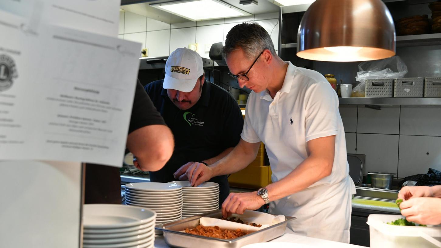 Philipp Dehn hat im Berggasthof Sammüller mit Unterstützung des Küchenteams aufgekocht - das Ergebnis mundete den Gästen.