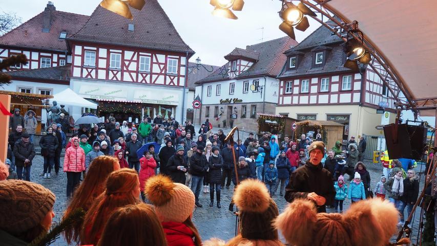 Auf dem Herzogenauracher Marktplatz gibt es in der Adventszeit nicht nur einen Weihnachtsmarkt, sondern auch den