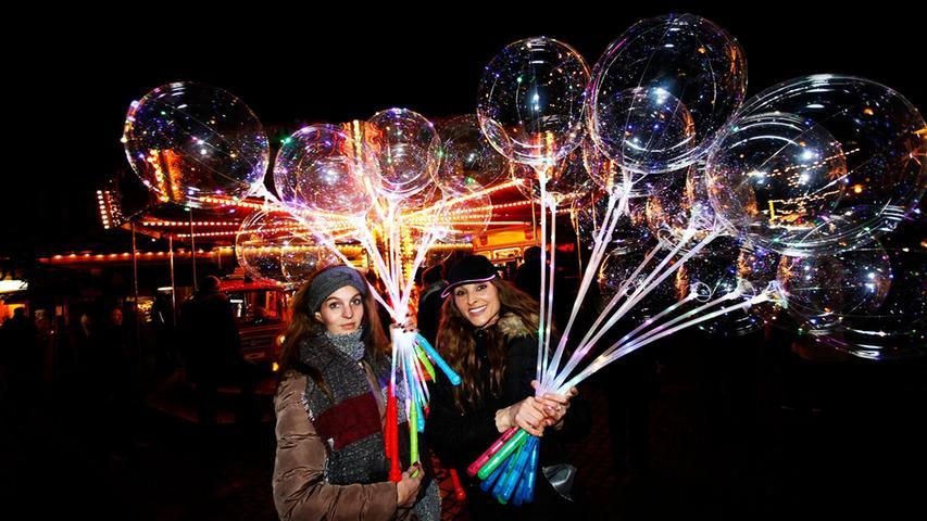 Bunt und leuchtend kommt in normalen Jahren auch der Höchstadter Weihnachtsmarkt daher.