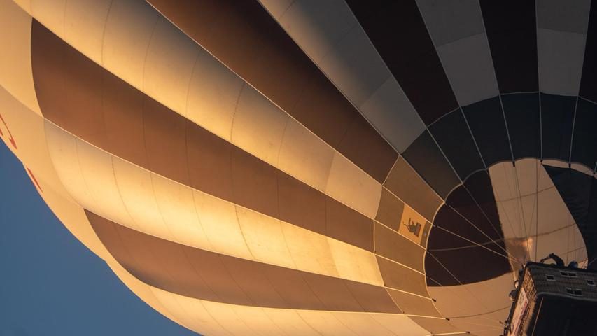 Ein Heißluftballon über dem Norisring.Während die Autos unten um den Rennkurs jagen, geht's im Fahrzeug oben gemächlich zu.