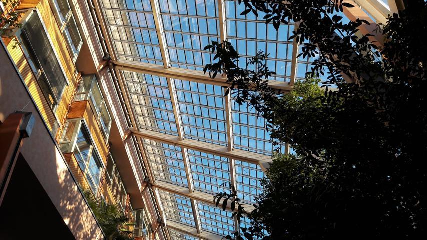 Spektakulärer Wintergarten gepaart mit ästhetischer Architektur, versteckt im Innenhof an der Rothenburger Straße gegenüber dem Volksbad.