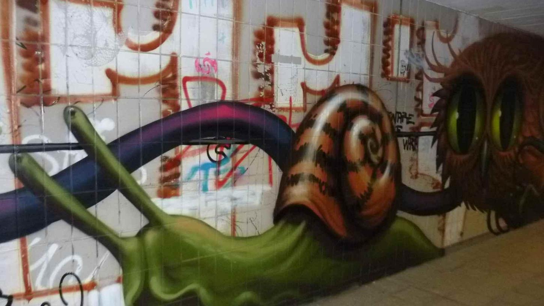 Am Hallertor wurde die UnterführungmitGraffiti-Kunstwerken vonJeff Soto und Maxx Gramajo aus Kalifornien gestaltet. Längst haben Schmierfinken auch dort ihre Spuren hinterlassen.