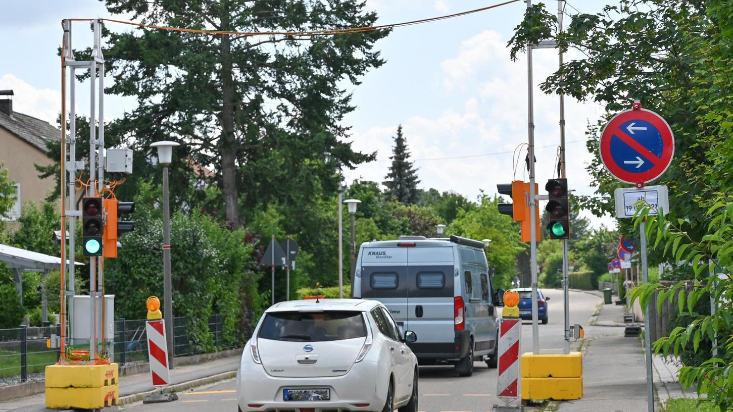 Wegen der Bauarbeiten am Kränzleinsberg ist die Staatsstraße Hilpoltstein - Hofstetten gesperrt, wahrscheinlich bis Ende November. Mit der Konsequenz, dass eine Umleitung durch Hofstetten führt. Dort gab es vor Kurzem eine Verkehrszählung.
