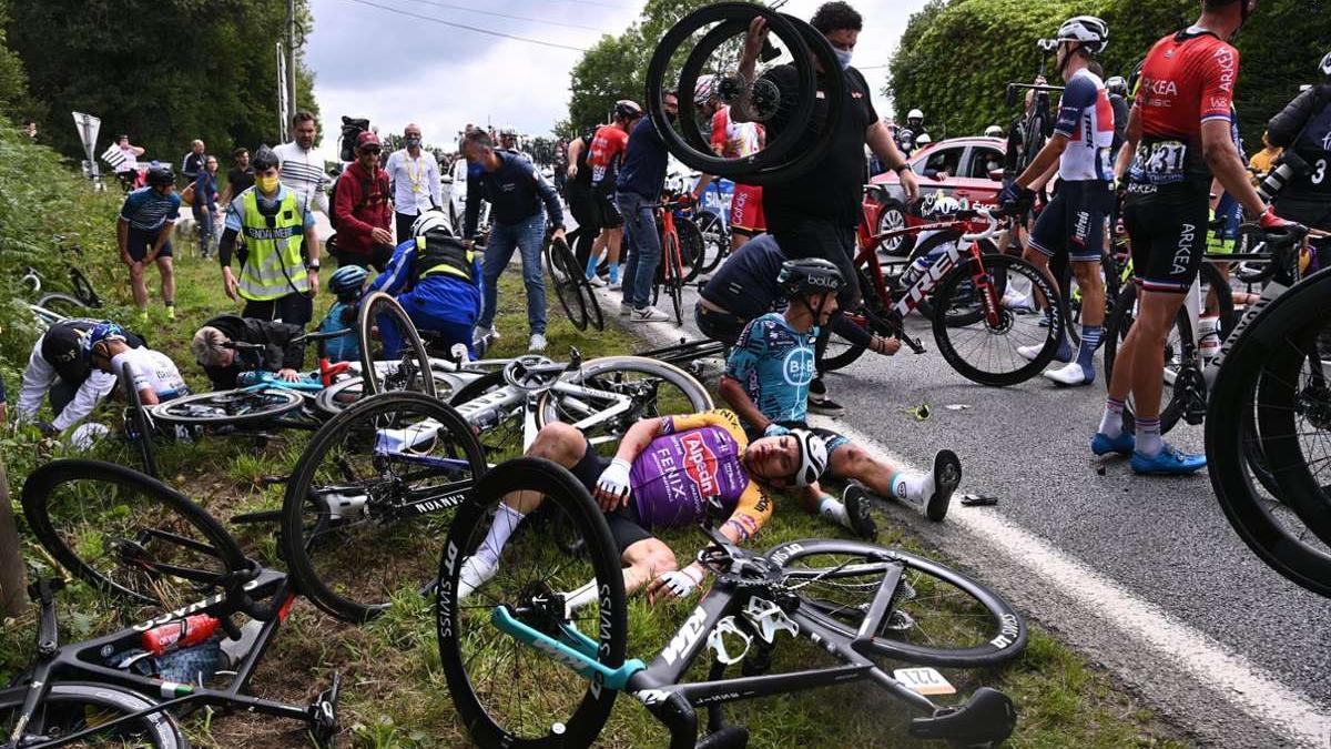 Ein Pappschild und seine Konsequenzen: Der entsprechend verursachte Massensturz bei der Tour de France wird nun verhandelt.