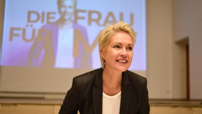SPD-Landesvorsitzende Manuela Schwesig kommt zu einer Sitzung des SPD-Landesvorstandes, Landesparteirat und Landtagsfraktion.