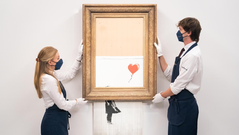 Kunsthändler halten das zu versteigernde Bansky-Werk