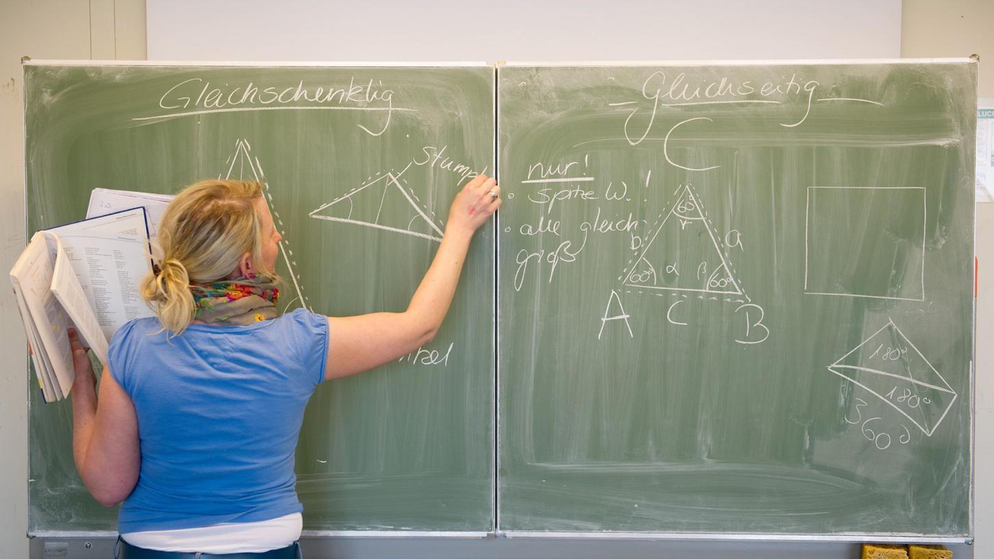 Die Jusos sind der Meinung, dass das Du die Atmosphäre in der Schule verbessert.