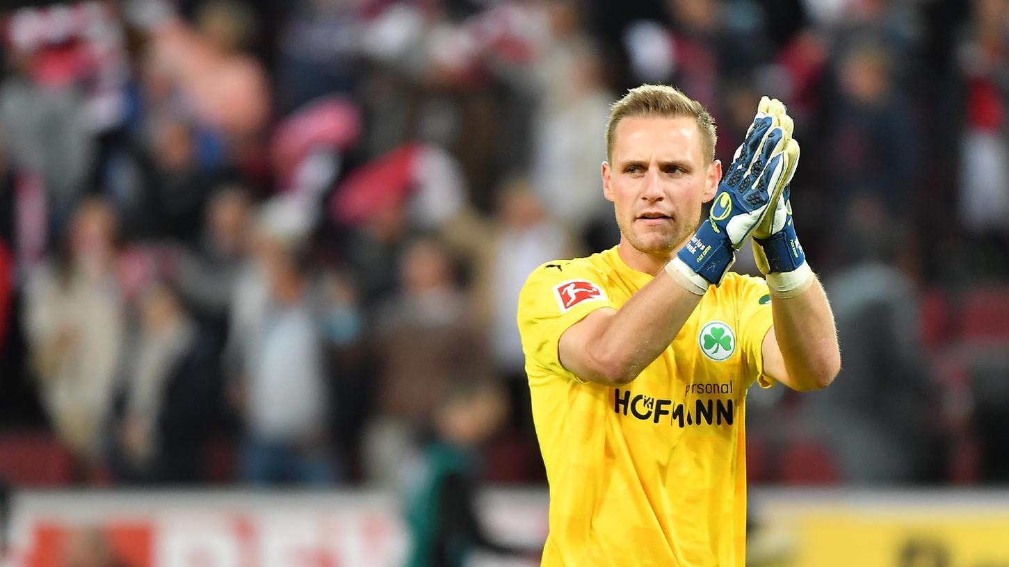 Applaus für eine ordentliche Leistung: Marius Funk konnte bei seinem Bundesligadebüt in Köln die Niederlage nicht abwenden, dennoch ist er nun vorerst die Nummer eins beim Kleeblatt.