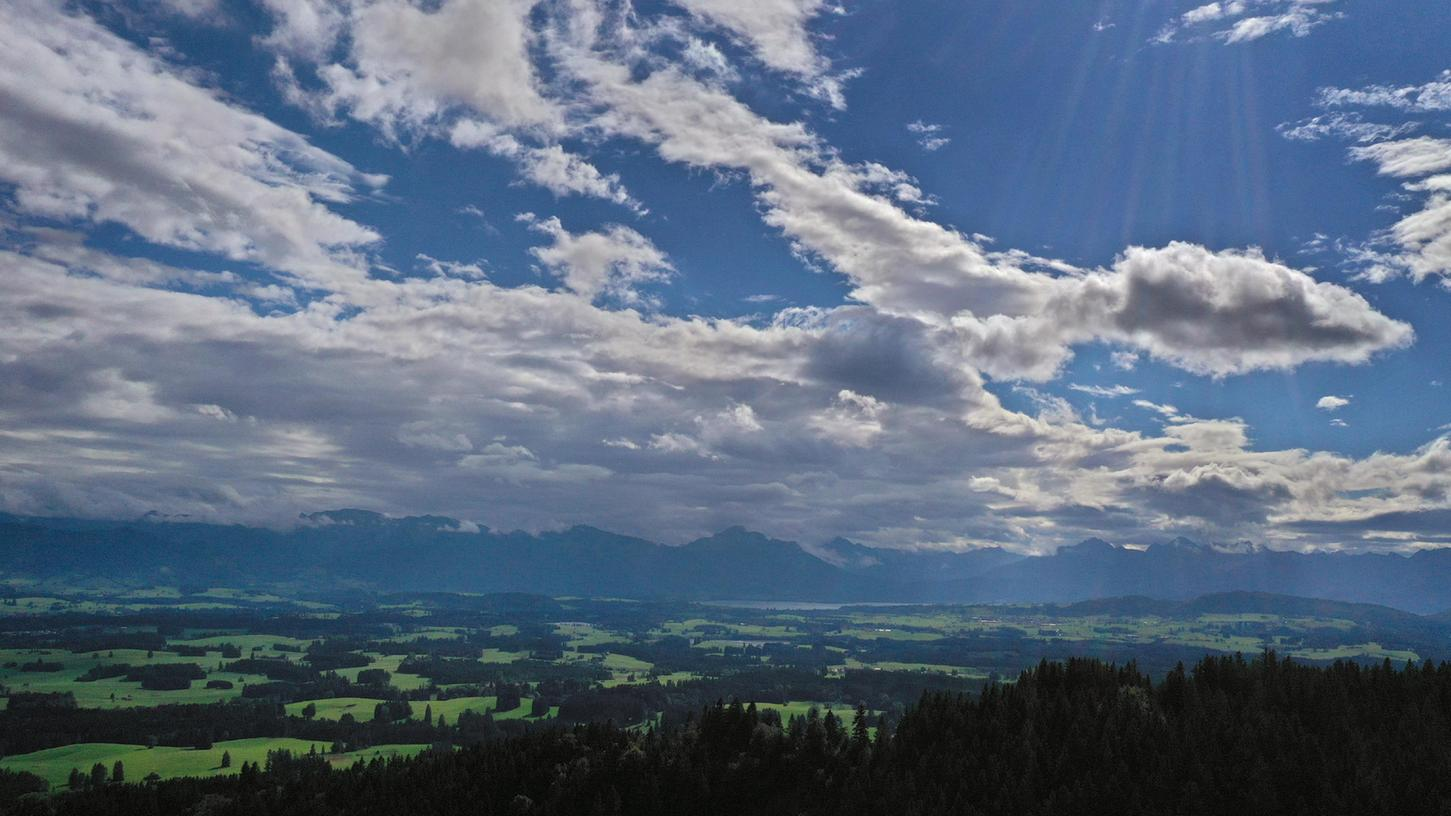 Das Wochenende präsentiert uns einen Mix aus Sonne und Wolken bei milden Temperaturen.