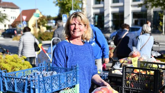 23. Obstbörse lockt Kunden in Scharen vor Landratsamt Neumarkt