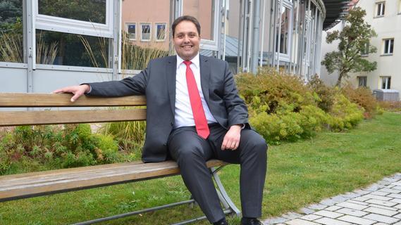 Andreas Buckreus hat auf dem Chefsessel Platz genommen