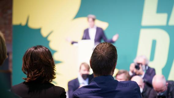 Mit SPD und FDP: Grüne stimmen für Koalitionsverhandlungen