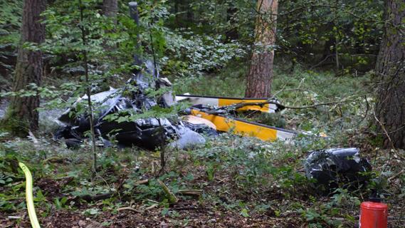 Hubschrauber stürzt im Wald ab: Opfer stammen aus Mittelfranken