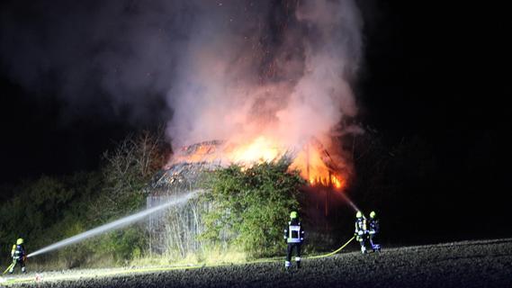 Scheune in Vollbrand: Polizei geht von Brandstiftung aus