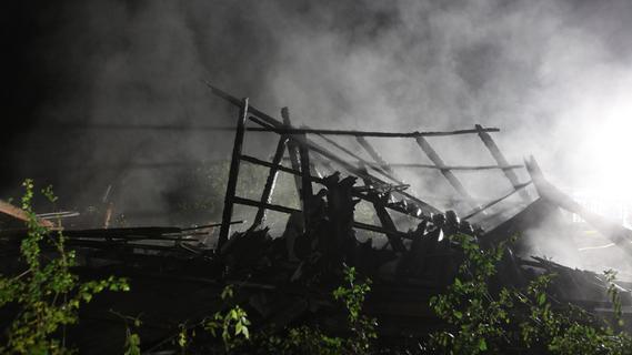 Brandstiftung? Scheune in Mittelfranken in der Nacht auf Sonntag vollständig ausgebrannt