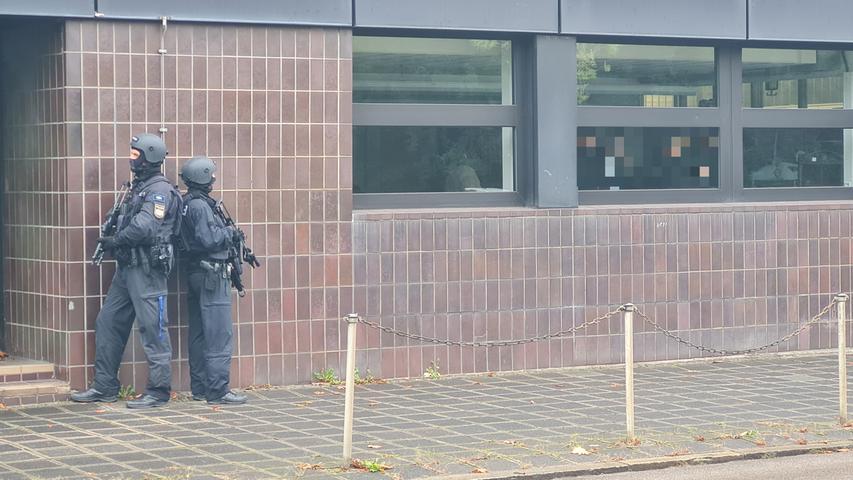 USK-Einsatz an Berufsschule in Nürnberg: Tatverdächtiger festgenommen