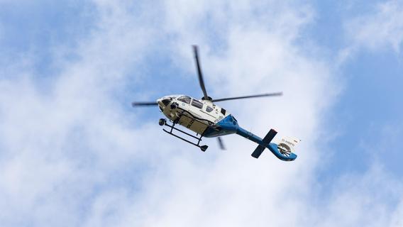 Rentnerin beraubt und verletzt - Hubschrauber über Erlangen