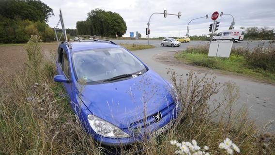 Abgestellte Schrottfahrzeuge beschäftigen die Behörden oft monatelang